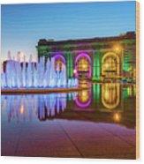 Kansas City Union Station Bloch Fountain Lights At Dusk Wood Print