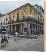 Life In Old Town Havana Wood Print