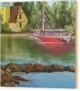 Lighthouse In Maine Wood Print