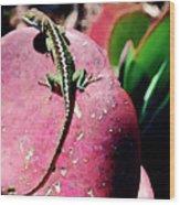 Lizard On Leaf Wood Print
