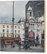 London - Victoria Station Wood Print