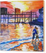 Lovers On Strand Wood Print