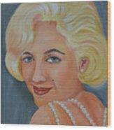 Marilyn Monroe With Pearls Wood Print
