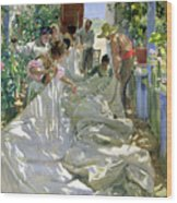 Mending The Sail Wood Print by Joaquin Sorolla y Bastida