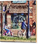 Metuchen Nj - Bicyclists On Main Street Wood Print