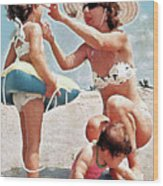 Mom With Girls At Beach Wood Print