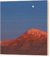 Moonset At Dawn Above Mount Tom - Eastern Sierra California Wood Print