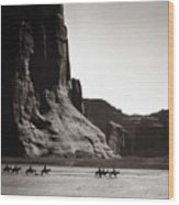 Navajos: Canyon De Chelly, 1904 Wood Print by Granger