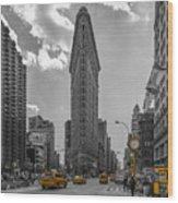 New York - Flatiron Building And Yellow Cabs - 2 Wood Print