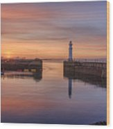 Newhaven Harbour In The Gloaming Wood Print