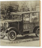 Old Jalopy In Wiscasset Wood Print