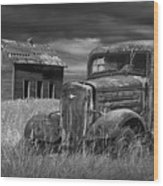 Old Vintage Pickup In Black And White By An Abandoned Farm House Wood Print
