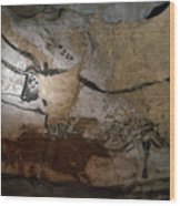 Paleolithic Art Of Bulls On Calcite Wood Print by Keenpress