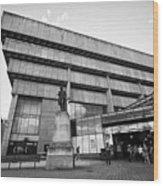 Paradise Forum And Priestley Statue In Birmingham Uk Wood Print