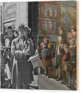 People - People Waiting For The Bus - 1943 - Side By Side Wood Print