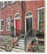 Philadelphia Pa - Townhouse With Red Geraniums Wood Print