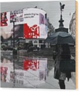 Piccadilly In The Rain Wood Print