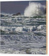 Powerful Waves Crash Ashore Wood Print