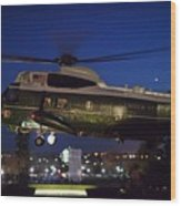 President Obama Reading As Marine One Wood Print