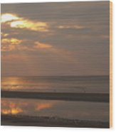 Rays Of Dawn At Hunting Island Wood Print