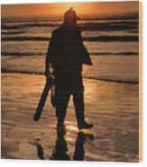 Razor Clam Hunter Wood Print
