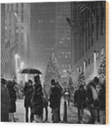 Rockefeller Center Christmas Tree Black And White Wood Print