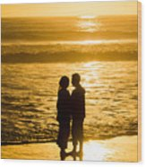 Romantic Beach Silhouette Wood Print