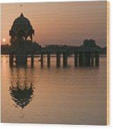 Skn 1364 Sunrise Behind Cenotaph Wood Print