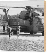 Soldiers Run To A Hh-53c Helicopter Wood Print