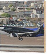Southwest Boeing 737-7h4 N715sw Shamu Landing Phoenix Sky Harbor April 5 2011 Wood Print