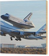 Space Shuttle Atalantis Departs Edwards Afb July 1 2007 Wood Print by Brian Lockett