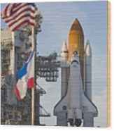 Space Shuttle Atlantis Sitting Wood Print by Mike Theiss