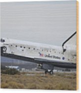 Space Shuttle Discovery Lands At Edwards Afb September 11 2009 Wood Print