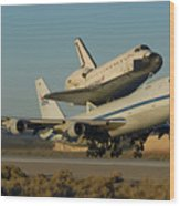 Space Shuttle Endeavour Departs Edwards Afb December 10 2008 Wood Print