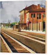 Station In Waiting Wood Print