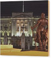 Statues View Of Buckingham Palace Wood Print