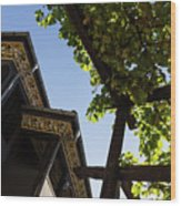 Summer Courtyard - Decorated Eaves And Grape Arbors In The Sunshine Wood Print