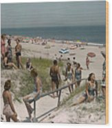Sunbathers And Beach Umbrellas Dot Wood Print