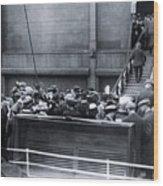 Titanic Rescue Ship Carpathia Arriving In Dock Wood Print
