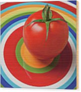 Tomato On Plate With Circles Wood Print by Garry Gay