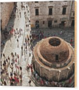 Tourists At Dubrovnik's Onofrio's Fountain Wood Print