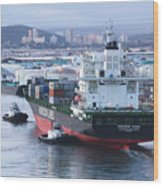 Tugs In Action Wood Print
