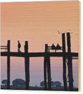 U-bein Bridge At Dawn Wood Print