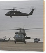 Uh-60 Black Hawks Taxis Wood Print