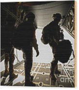 U.s. Army Green Berets Wait To Jump Wood Print