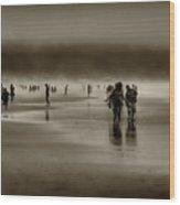Vintage Beach Walk Wood Print by David Patterson