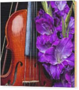 Violin And Purple Glads Wood Print by Garry Gay