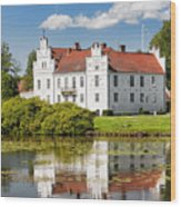 Wanas Slott With Reflection Wood Print
