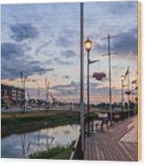 Embankment In Weyburn Wood Print
