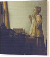 Woman With A Pearl Necklace Wood Print